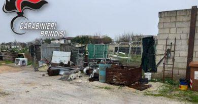 San Pancrazio Salentino: sottrae 70.000kwh di energia elettrica dalla rete pubblica per un valore pari a 15.000€ e stoccato rifiuti speciali.Arrestato