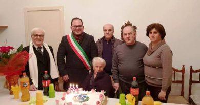 I 104 ANNI DI NONNA MARIA TURRISI, LA PIU' LONGEVA DI SAN MICHELE SALENTINO.