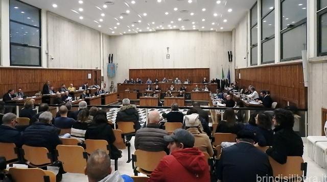 BRINDISI. Il Consiglio Comunale di Brindisi da pieno mandato al  Sindaco Riccardo Rossi di portare la vertenza Brindisi al tavolo nazionale