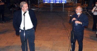 BRINDISI.Michele Emiliano a Brindisi, in Piazza Vittoria, conclude la campagna elettorale del Centro Sinistra  per le Regionali.