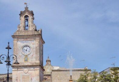 """Francavilla Fontana, (Br).Torre dell'orologio illuminata di verde per l'iniziativa """"Accendiamo le luci sulle malattie rare"""""""