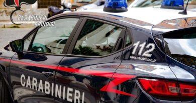 Mesagne. Si era impossessato di un telefono cellulare prelevandolo nell'abitazione del suo amico, arrestato a Brindisi.